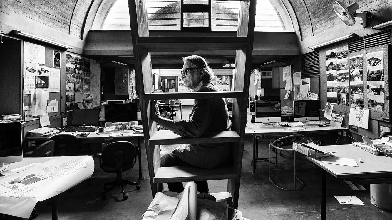 Doshi in his studio, Sangath (VSF)